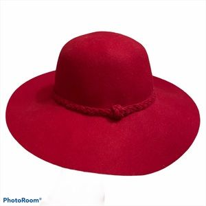 Women's beautiful gorgeous red wool hat like new